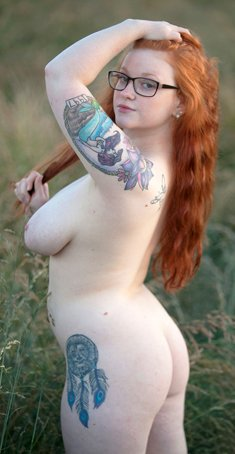 Redhead BBW Kaycee Barnes shows her huge tits outdoors on meadow