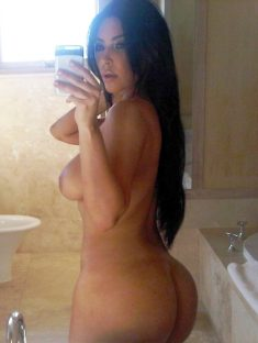 Kim Kardashian makes nude selfies