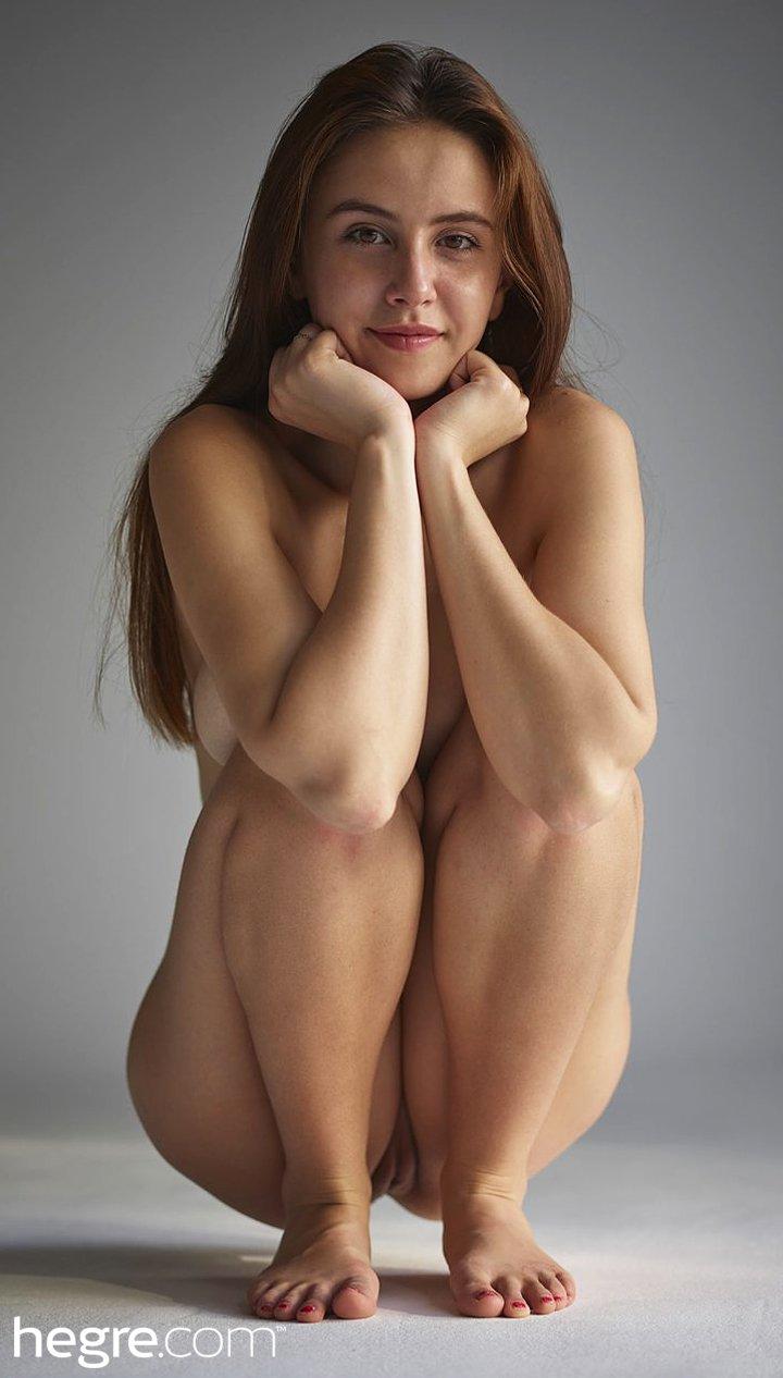 Sexy Brunette Alisa in Art Nudes