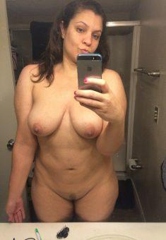 Busty amateur Milf nude selfie