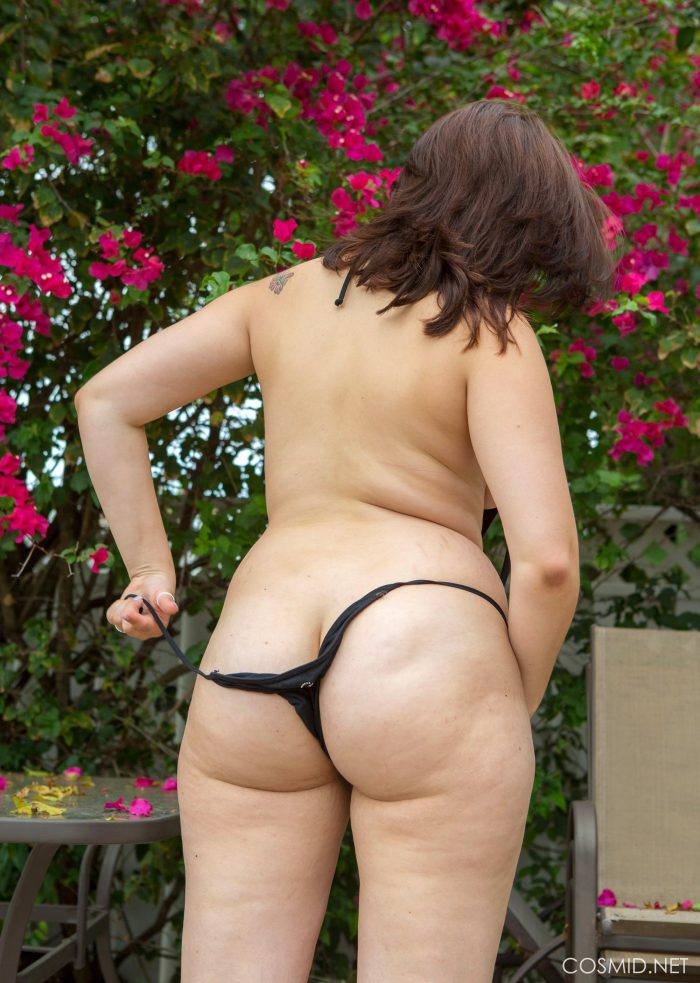 Ivana Bell shows a huge ass