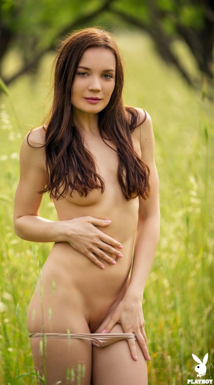 Janeth Tense Nude Outside