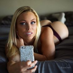 Amazing blonde Lauren Drain makes sexy selfie