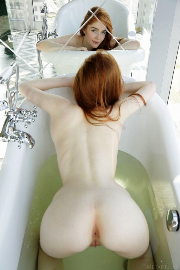 Yong cute redhead Jia Lissa posing nude in the bath