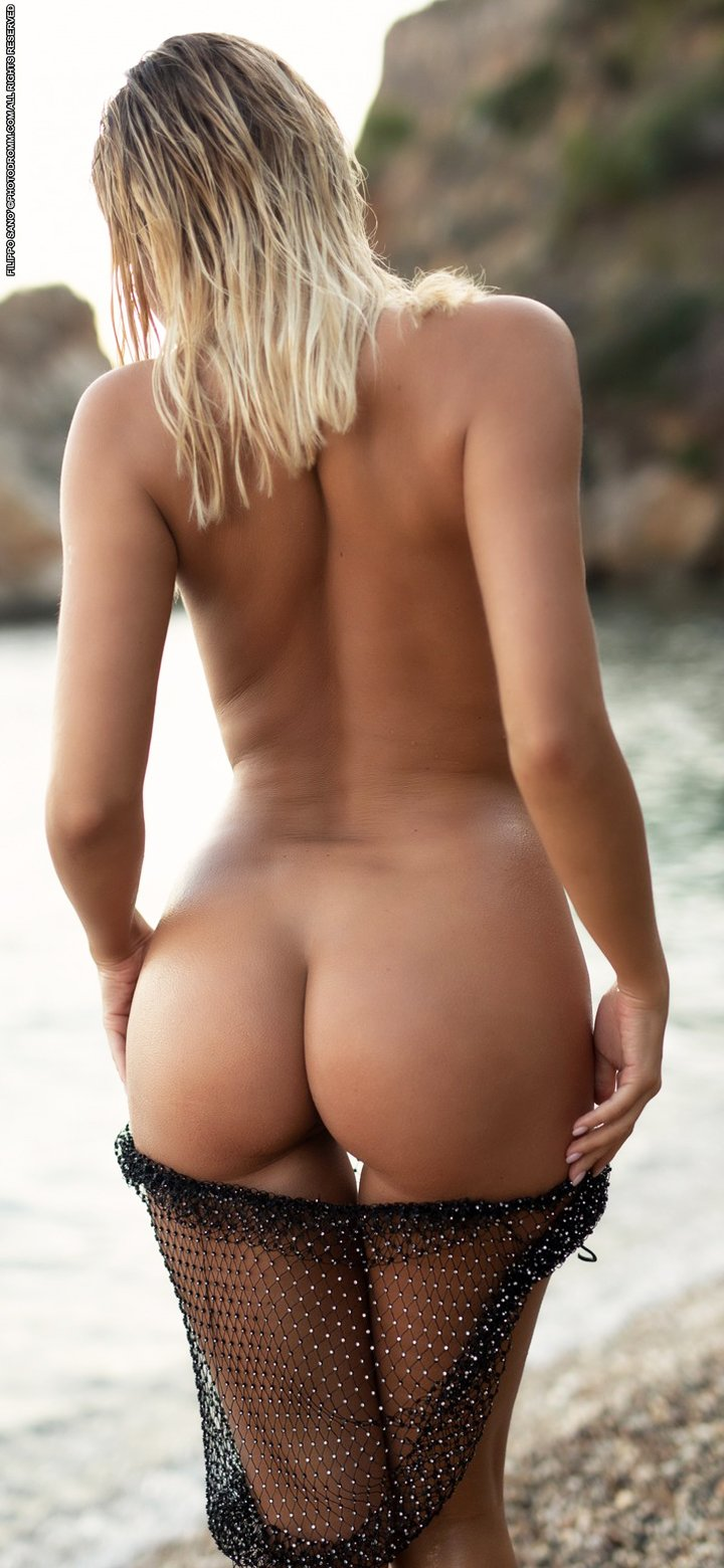 Busty girl Margot posing naked outdoors at dawn