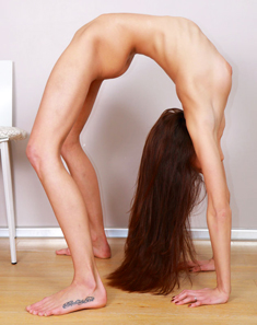 Young slender girl Christine display her phat hot ass and flexibility