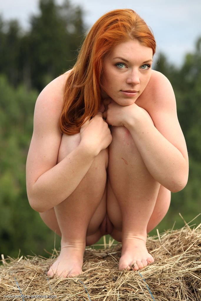Natural redhead nude