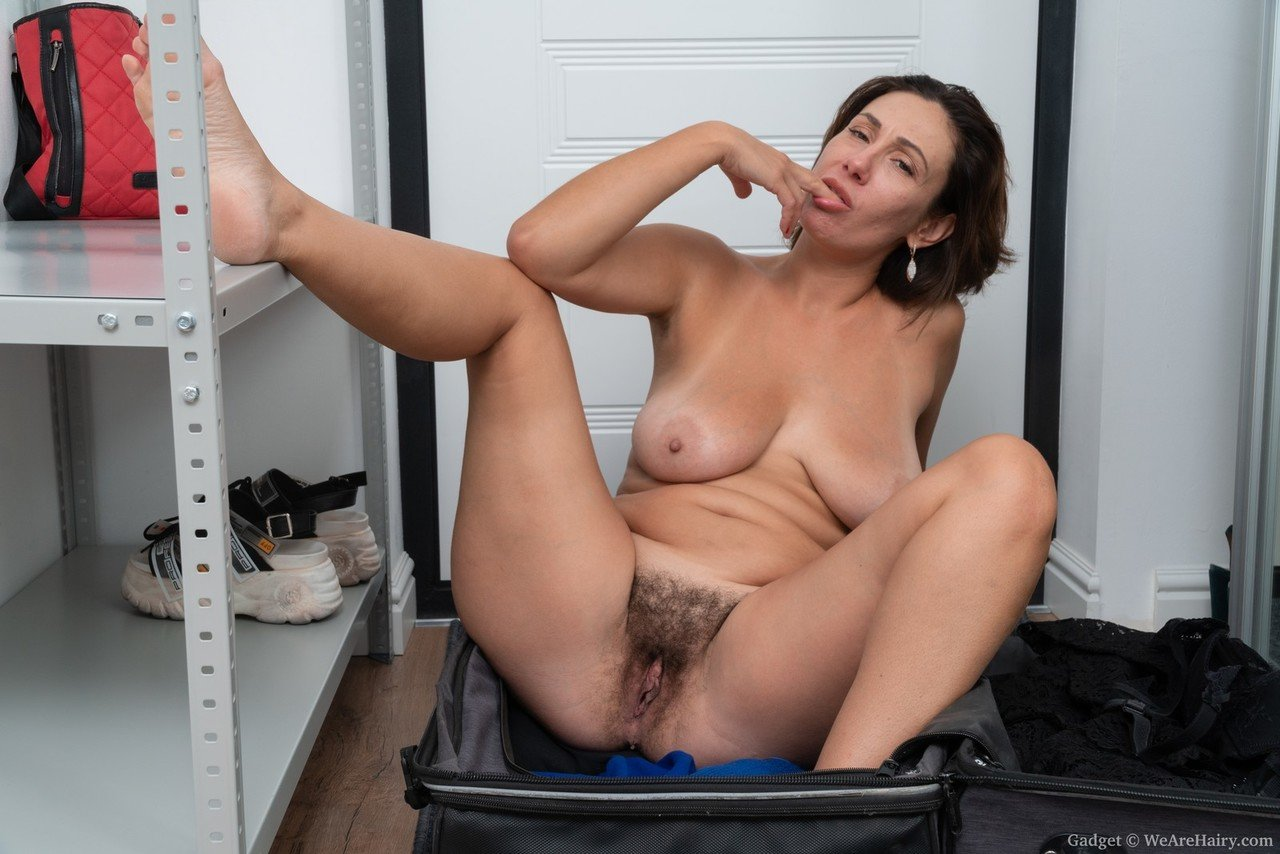 Perfection hairy mature brunette