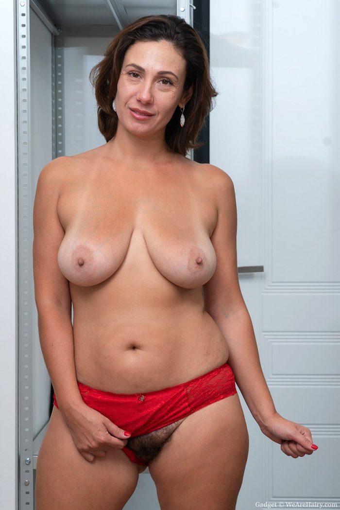 British Mature Huge Tits