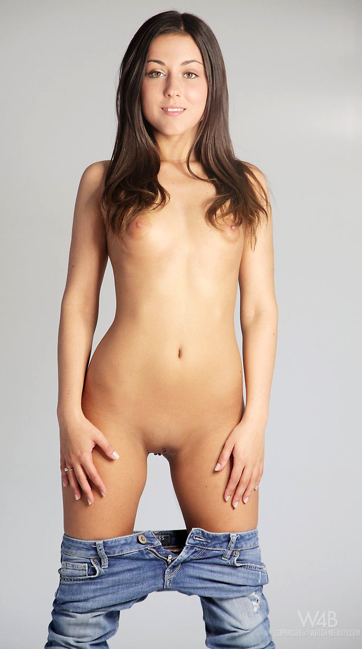 Slim brunette Iwia shows her perfect ass and very tiny boobs