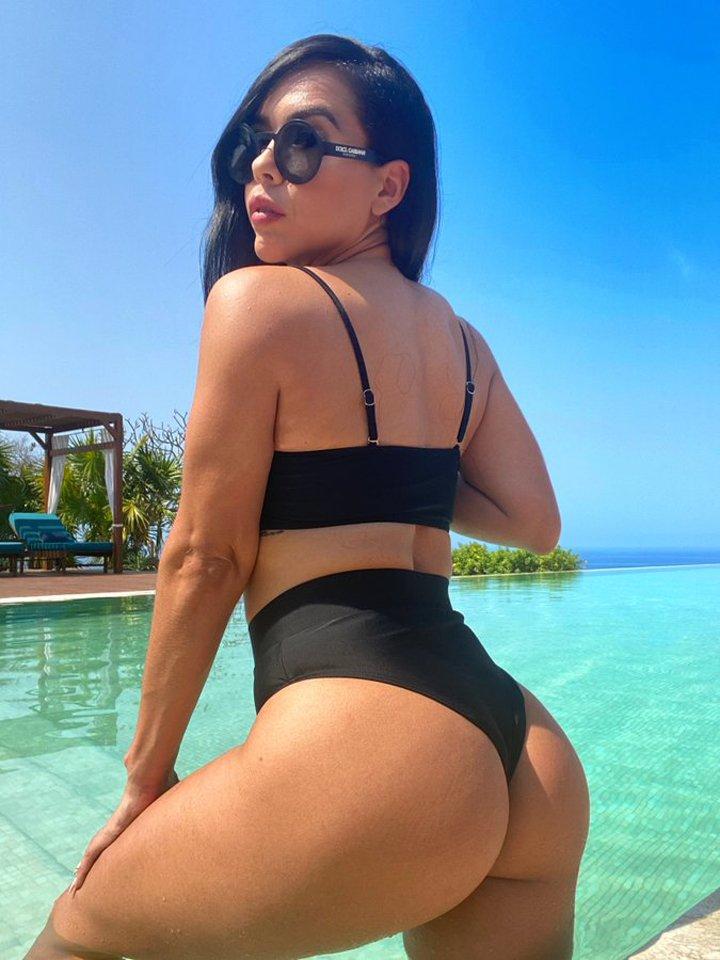Brunette with perfect body Gabriela Varela