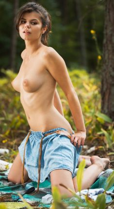 Sexy brunette Davina V posing naked in the woods