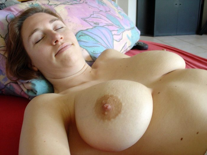 Amateur woman with huge natural boobs