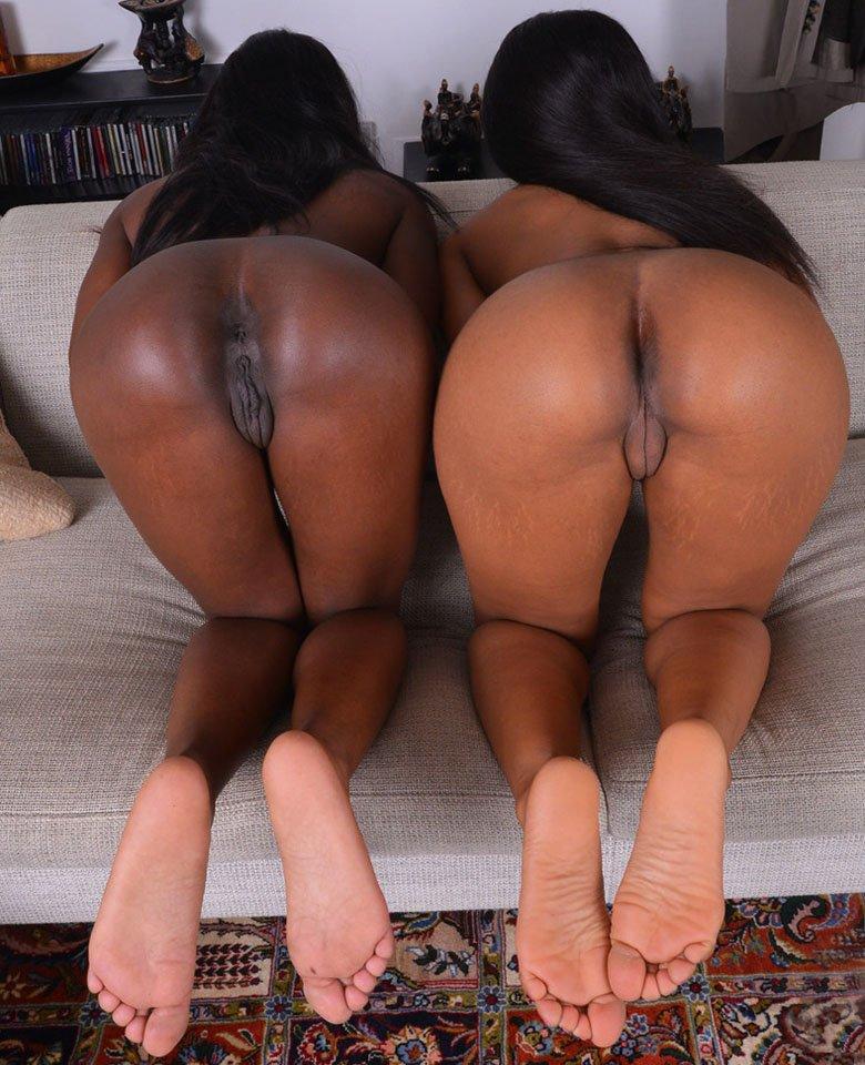 Ebony beauties Ana Foxxx and Jenna Foxx spread their fantastic ass